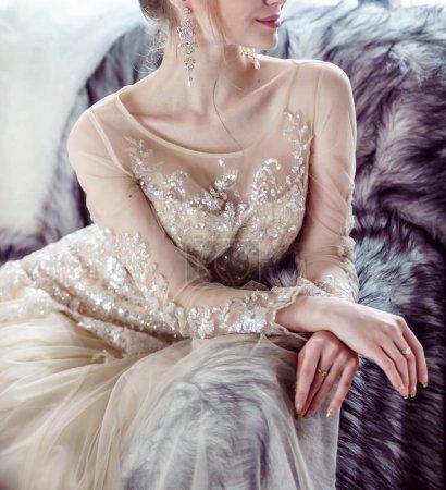 雄伟的新娘,在豪华礼服