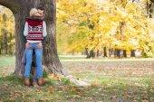 在秋天期间公园激情夫妻