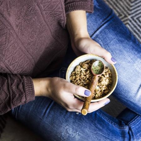 健康无麸质素食早餐-巧克力和坚果什锦_高清图片_邑石网