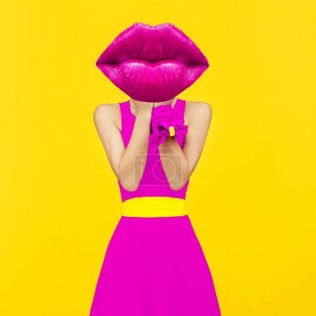 当代艺术拼贴画。夫人绯红的嘴唇。化妆唇膏