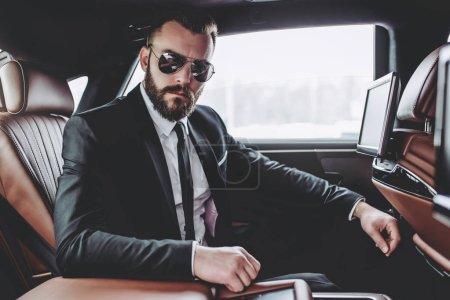 在车里的商人