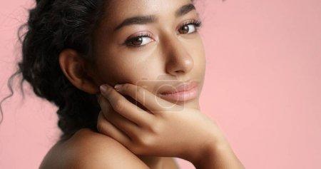美丽的摩洛哥女孩,完美的肌肤视频