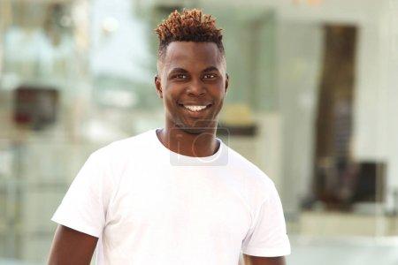 年轻的非裔美国人_高清图片_邑石网