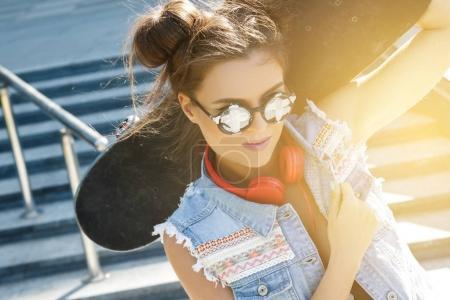 时尚女孩与滑板