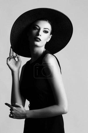 黑色的帽子和衣服的女人_高清图片_邑石网