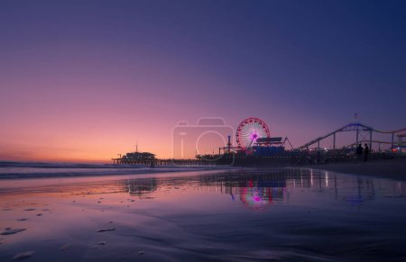 日暮时分,洛杉矶圣塔莫尼卡码头
