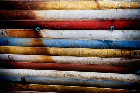 旧条纹多彩多姿的背景在垃圾样式