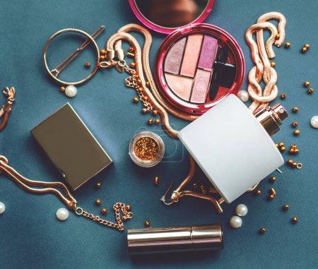化妆品弥补艺术家对象: 口红、 眼影、 粉