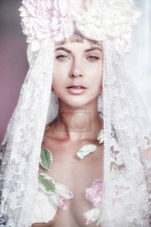 美丽时尚新娘的肖像