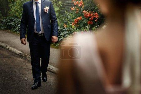 看着她的新郎的豪华新娘 _高清图片_邑石网