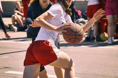 妇女打篮球