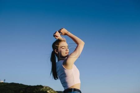 体育女子跳跃,享受生活